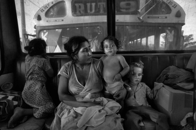 El Salvador / Honduras border, El Poy, El Salvador, 1988 Salvadoran families make their way to the the village of Guarjila in a caravan of buses, after leaving the Mesa Grand refugee camp in Honduras Photos by Donna De Cesare. From the book Unsettled/Desasosiego © 2013 by The University of Texas Press.