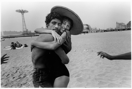 The Hug; Eyes Closed and Smile, 1982 ©Harvey Stein 2011